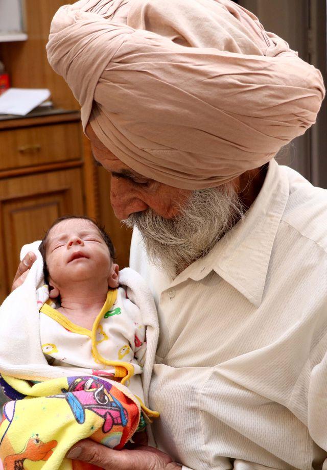 Индийская старушка родила первенца в 72 года