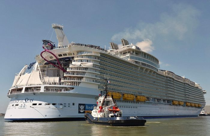 Самый большой в мире круизный лайнер Harmony of the Seas отправился в первое плавание