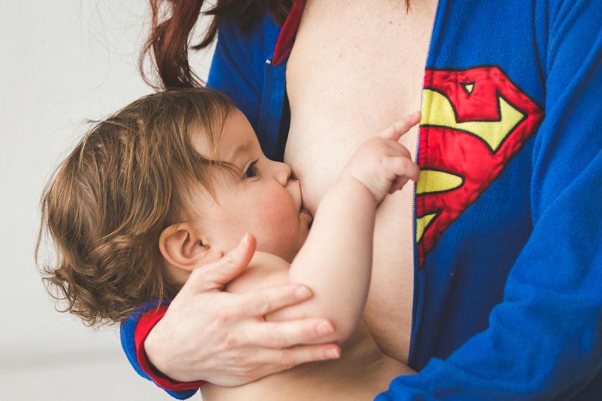 Серия снимков кормящих грудью матерей