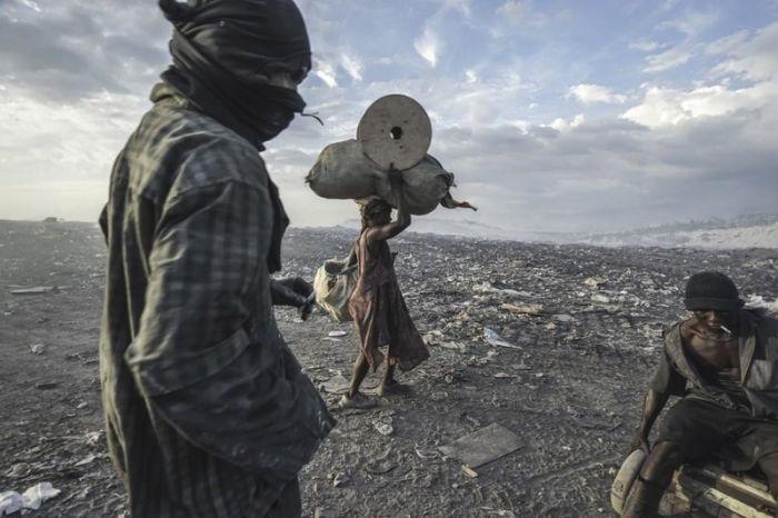 Как живут люди на огромной свалке в Гаити