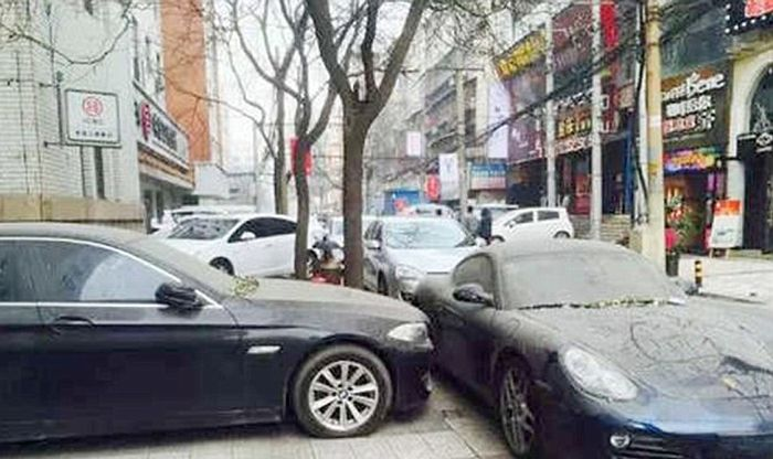 Противостояние двух упрямых китайских автомобилистов длится уже больше года