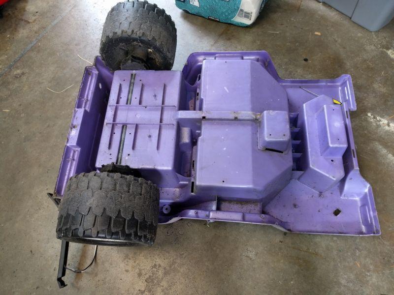 Пряморукий отец превратил Барби-машинку в крутой внедорожник для сына