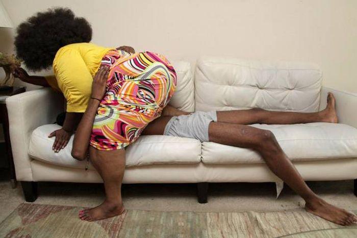 Женщина зарабатывает до 1300 долларов в день, делая массаж своей огромной грудью