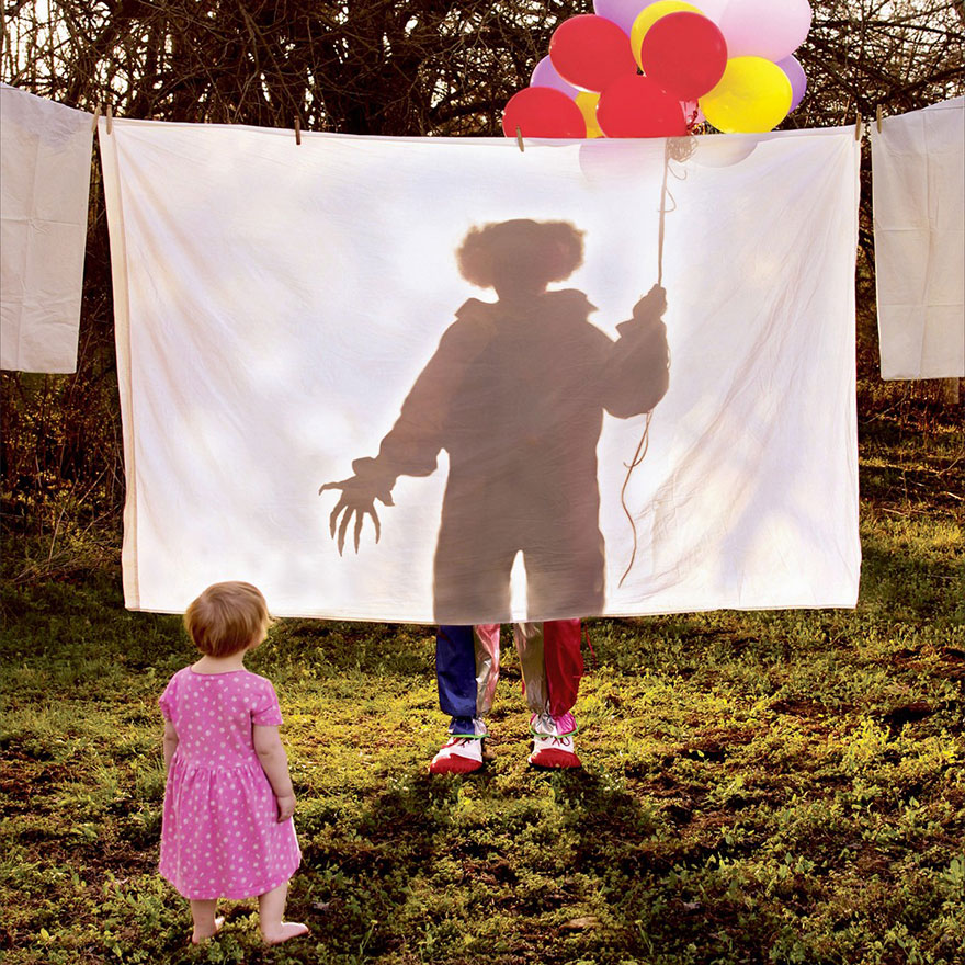 Отец-фотограф вместе с дочерьми создает жуткие фото