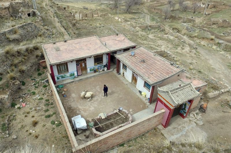 Китаец 10 лет живет один в заброшенной деревне