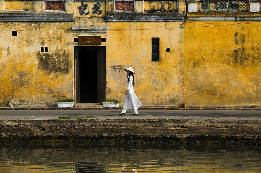 Красота вьетнамских женщин в традиционном костюме аозай