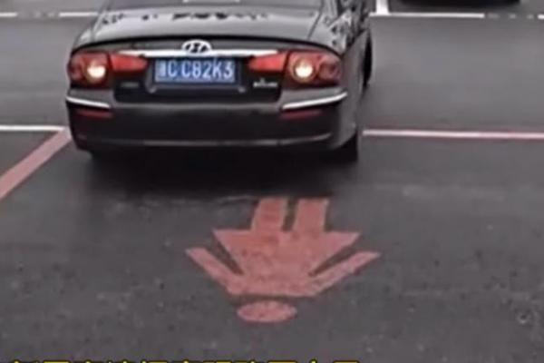 Китайцы вводят парковочные места для женщин