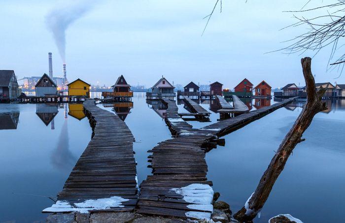 Плавучая деревня в Венгрии