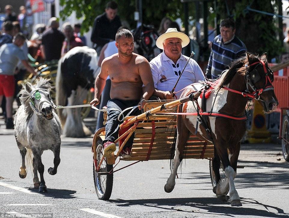 Тысячи цыган на конной ярмарке в Эпплби