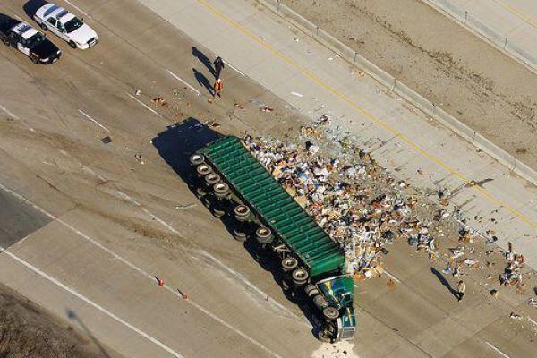Когда переворачиваются грузовики