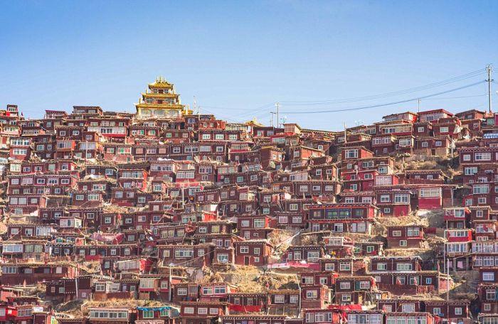 Буддистская академия Ларунг Гар и ее студенческий городок