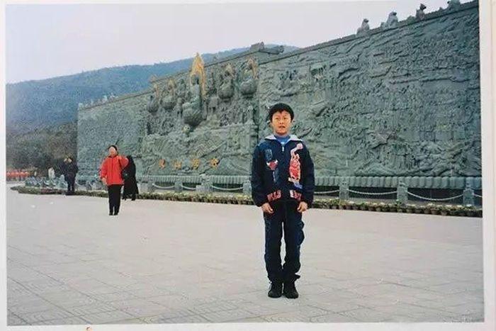 Китаянка случайно нашла свою мать на старом снимке жениха