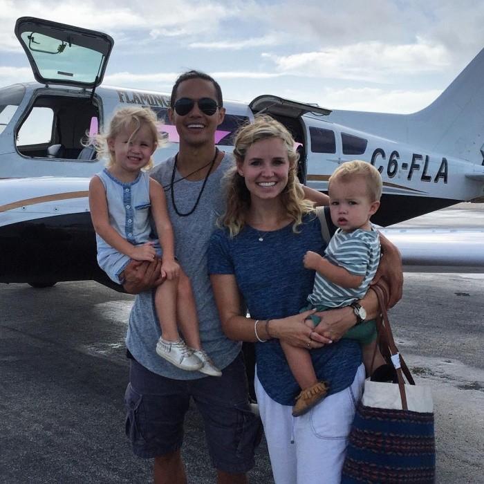 25-летний миллионер продал все свое имущество и отправился путешествовать с семьей