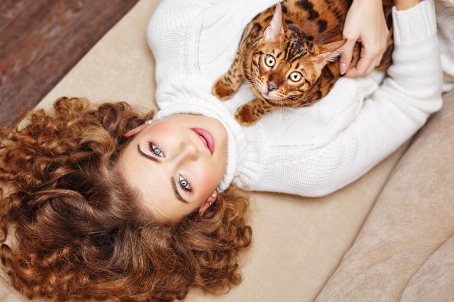 Любительницы кошек со своими питомцами