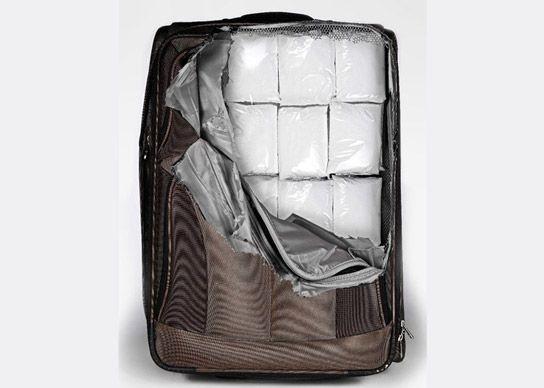 Забавные наклейки на чемодан