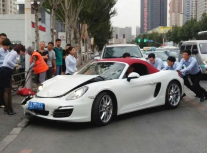 Угробила Porsche через считанные секунды после покупки