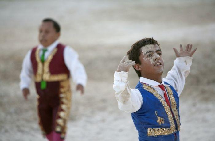 Карлики-тореадоры в Колумбии
