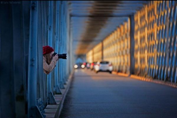 Фотограф снимает коллег по другую сторону объектива