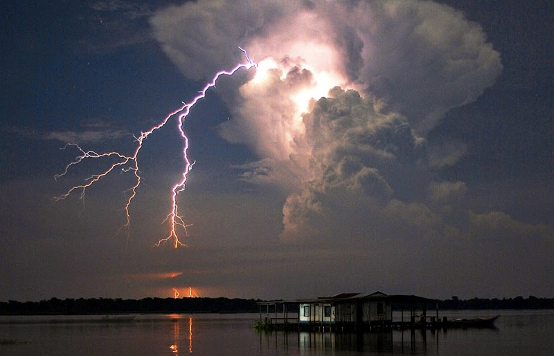 Невероятные световые эффекты в природе