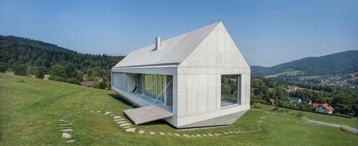 Дом в форме многогранника, которому не страшны оползни