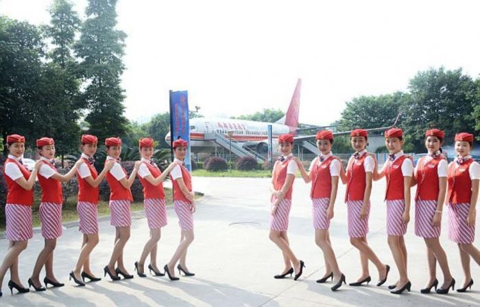 Суровые китайские стюардессы