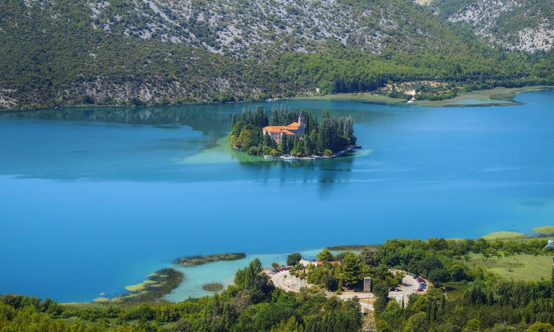 10 крошечных населенных островов мира