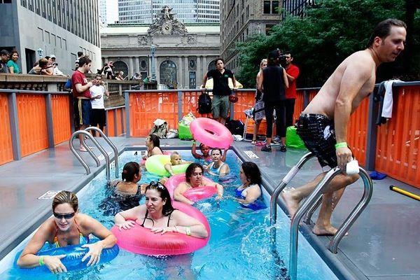 Мобильные бассейны в центре Нью-Йорка