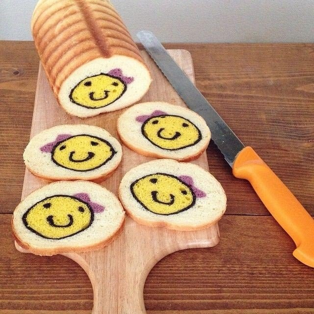 Хлеб с забавными рисунками внутри