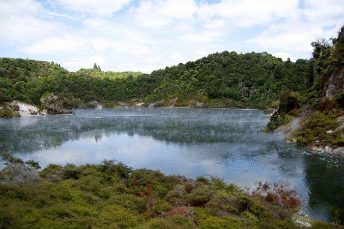 Горячее озеро Фрайин Пай в Новой Зеландии