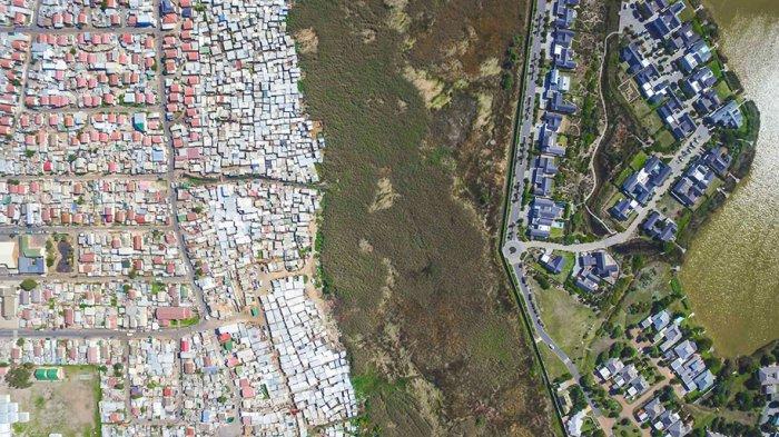 Линии, разделяющие богатые и бедные районы Кейптауна