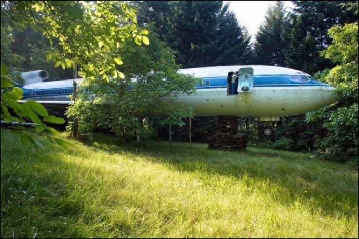 Дом в старом Боинге 727