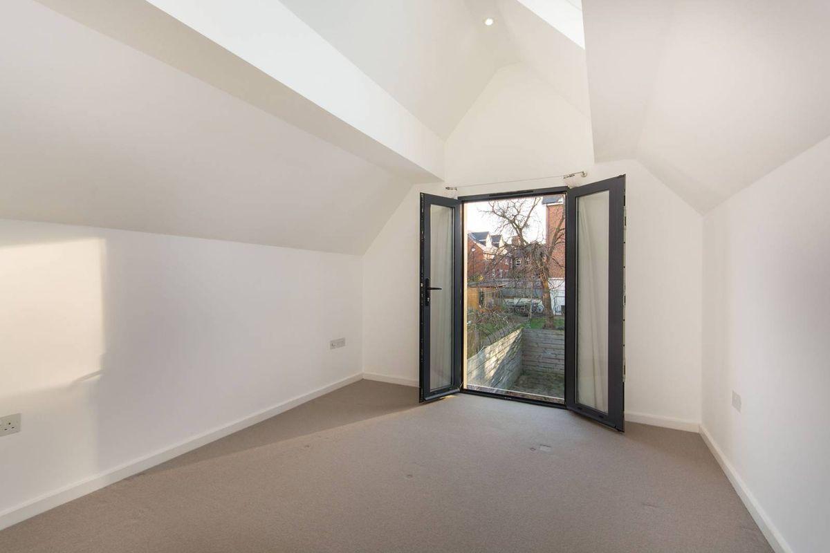 Дом шириной 3 метра и стоимостью миллион долларов в Лондоне