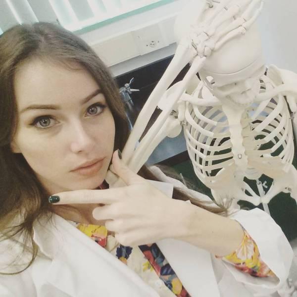 Девушка-биолог, которая очень любит косплей