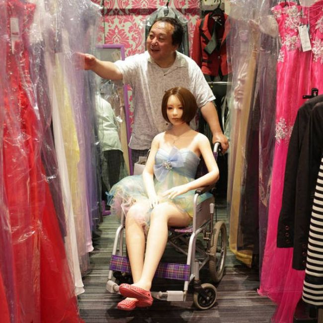 Как женатый японец стал жить с силиконовой секс-куклой