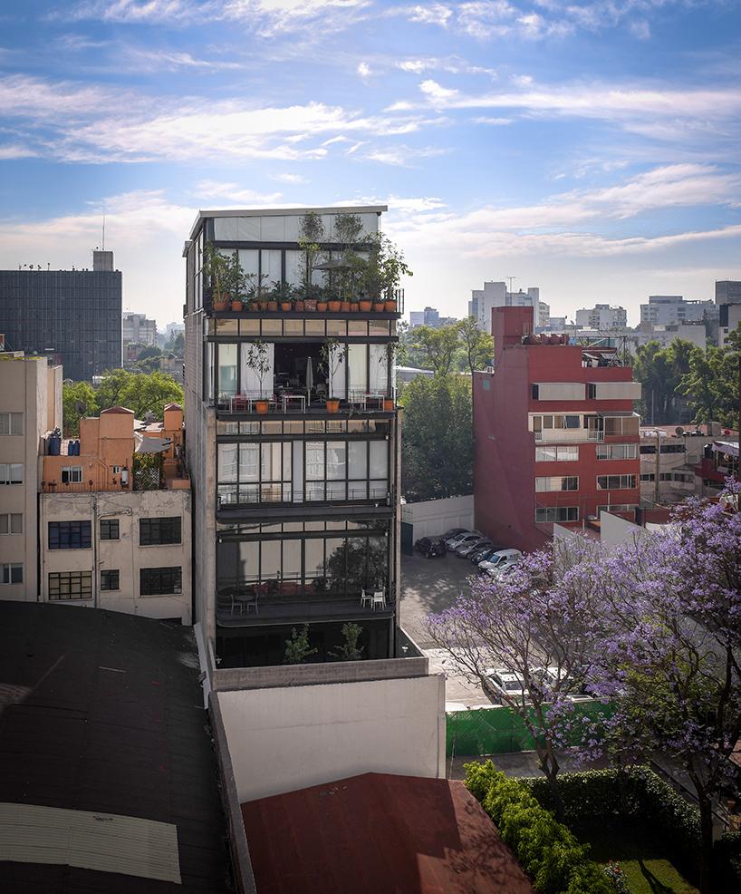 Офисное здание на базе исторического в Мехико