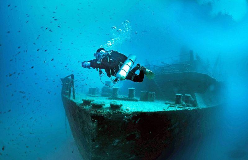 Останки кораблей на дне моря