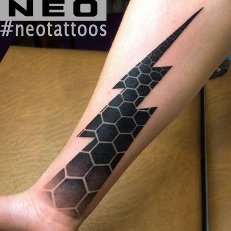 Сложные геометрические татуировки от татуировщика Neo