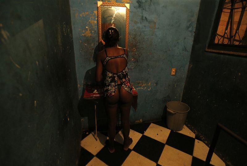 Квартал красных фонарей в трущобах Рио-де-Жанейро