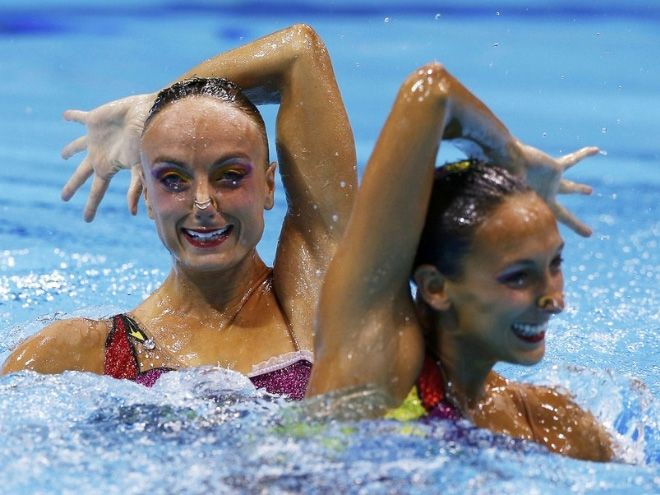 Синхронное плавание выглядит прекрасно, если не всматриваться в лица спортсменок