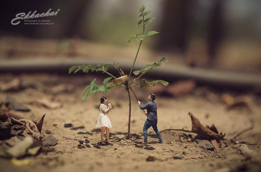 Свадебный фотограф превращает пары в миниатюрных обитателей огромных миров