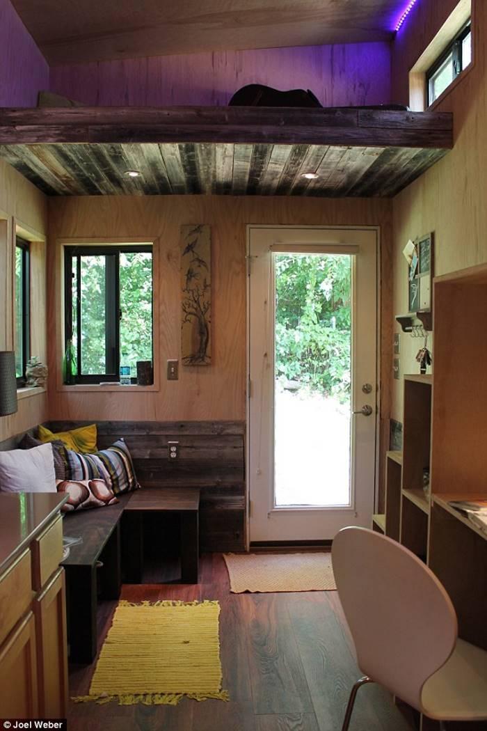 Чтобы не платить за аренду квартиры, студент построил передвижной дом