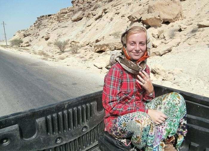 Девушка проехала автостопом через 50 стран