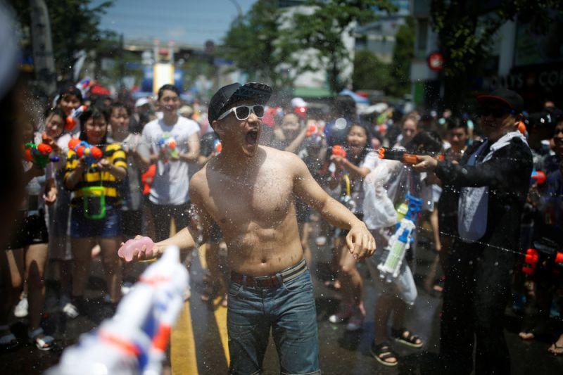 Фестиваль водного оружия в Сеуле