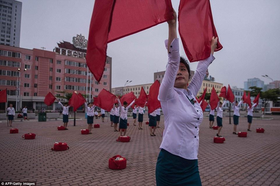 Корейцы отдыхают посредине ударной трудовой 200-дневки