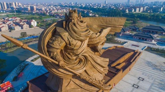 В Китае появилась огромная статуя древнего полководца Гуань Юя