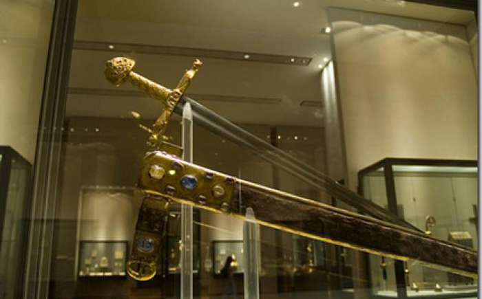 12 мечей, окутанных легендами и историями