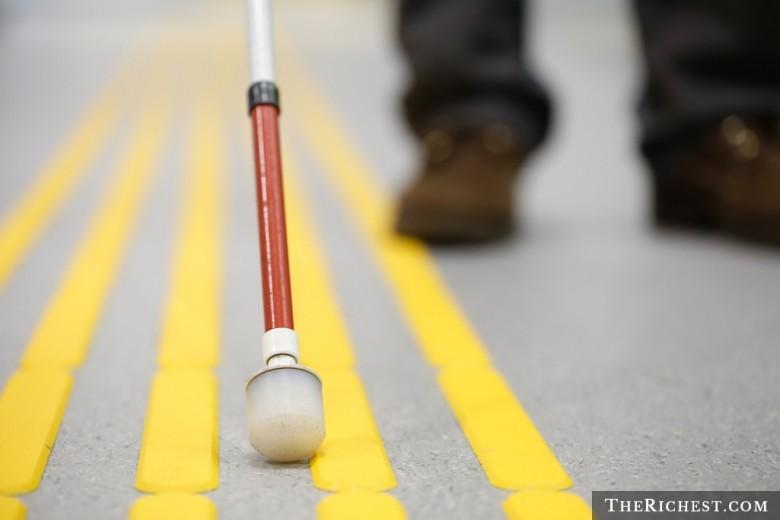 15 удивительных фактов о слепых людях