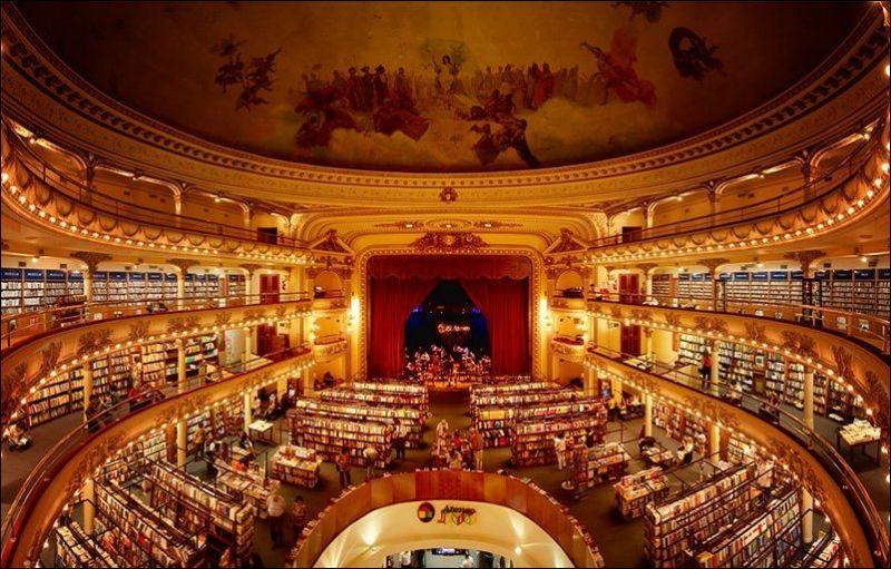 Книжный магазин в столетнем здании театра