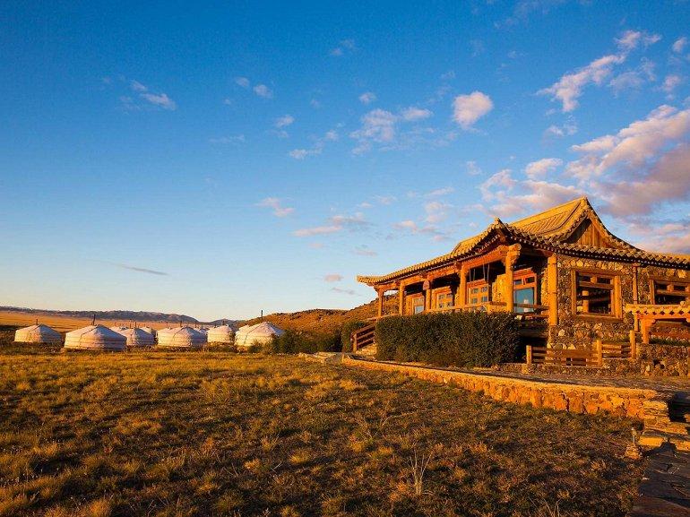 Самые шикарные отели в пустыне