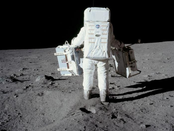 Высадка американцев на Луне: афера века или факт